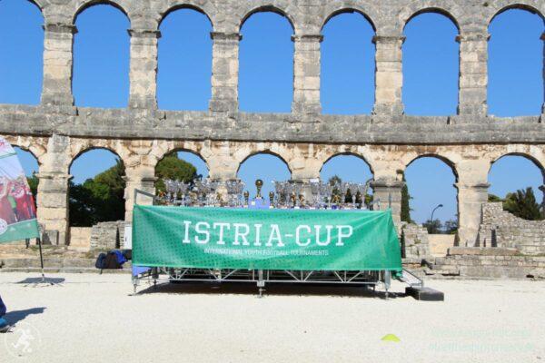 KOMM MIT_Istria-Cup_Pokaltisch